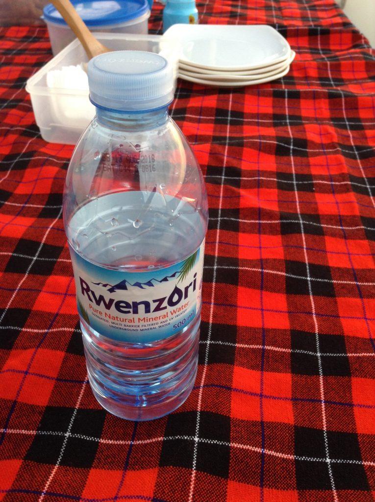 水のボトル